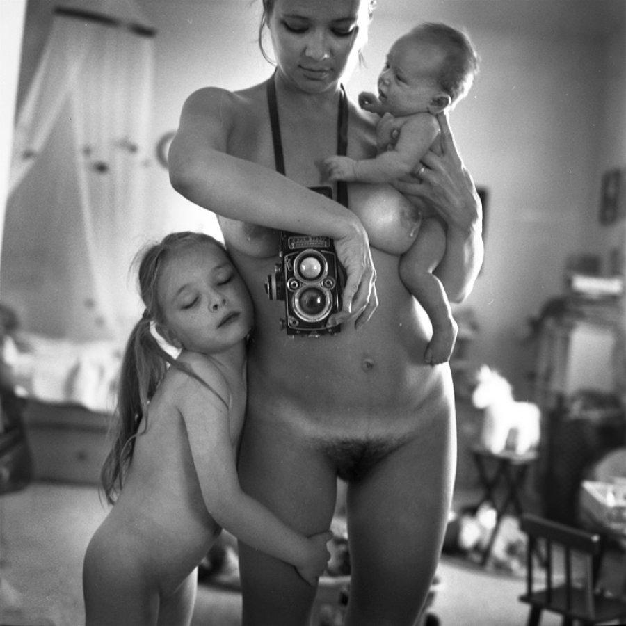 "Anastasia Chernyavsky, ""Pregnancy Project"""