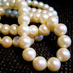 250px-White_pearl_necklace