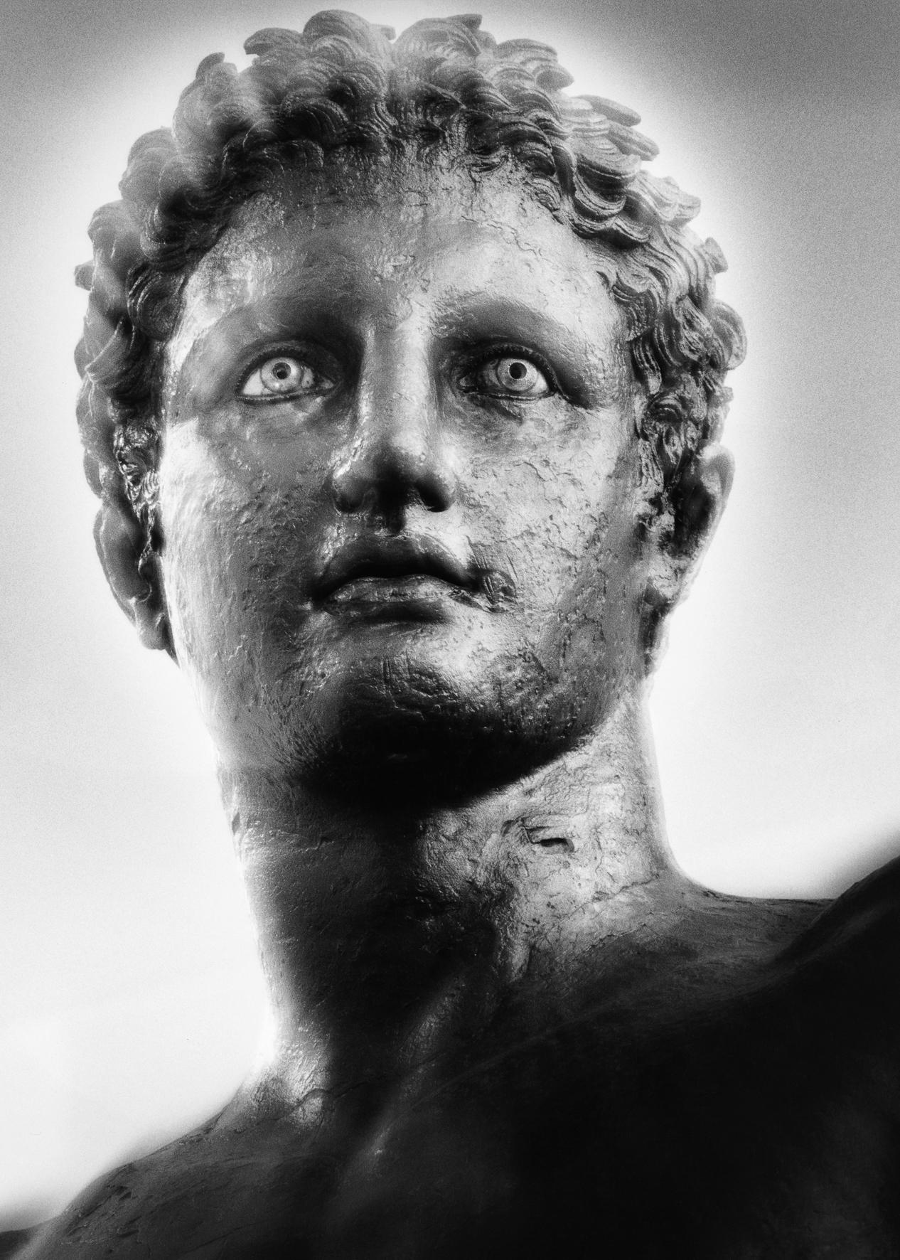 Mimmo Jodice, Volto da Atene, 1993 (in mostra fino al 11/01/15, clic sulla foto per info)