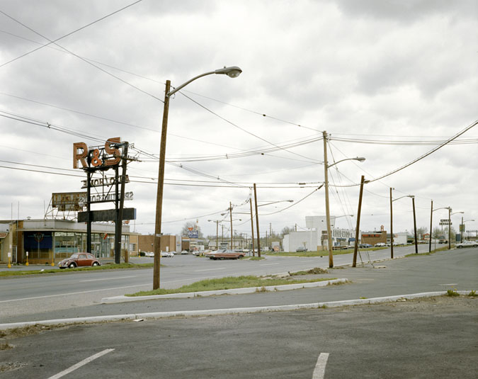 "Stephen Shore, ""U.S. 22, Union, New Jersey, April 24, 1974"" (fonte: stephenshore.net)"